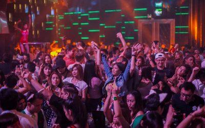 Fake check: Feesten moet in bedompte ruimtes